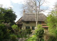 Delightful 17th century thatched cottage in beautiful Buckinghamshire
