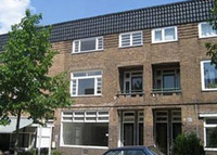 Well equiped 120 sm stylish apartment, 'Amsterdamse School'-style in a wonderful part of the Netherlands. Close to nature & citylife.
