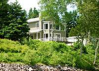 Charming waterfront house - halfway between Montreal and Quebec city