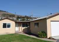 Famy friendly home in Morro Bay, 7 blocks from the beach.