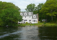Lakefront Vacation home in the heart of beautiful New England