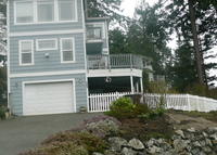 Bellingham Bay view home within walking distance of bayshore
