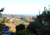 Lovely flat overlooking the sea in the green hills of Marche