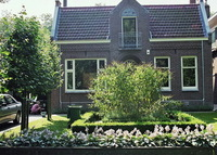 Charming Dutch traditional villa in unique green Amsterdam setting
