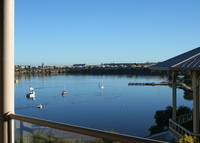 Home overlooking the Swan River with self contained apartment