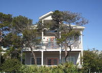 WALK TO BEACH, pool, shopping and restaurants from CHARMING 3BR/2BA