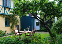 5 min. to the center of Copenhagen - a charming house and garden