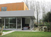 Modern house on the edge of Amsterdam, 10 minutes bus ride from centre and museums, 30 minutes bike ride.