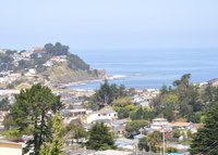 Pacifica home with an ocean view, 20 minutes from San Francisco