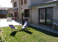 Home with garden,big trampolin close to LYON, and big park with lake.