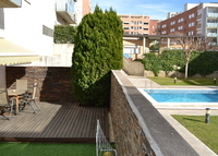 Ground floor 20min from Barcelona city center. Courtyard,swimming pool