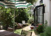 Quiet house with garden in Paris