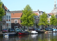 Historic house at a canal in the citycentre of Leiden, fully renovated