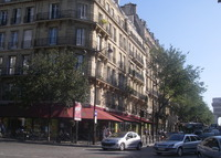 Big flat Paris, Champs Elysées, open for 25thJULY/8thAUG 2015 ?