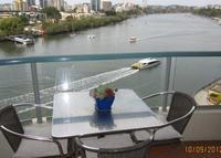 Riverfront Apartment in Brisbane City with Panoramic Views