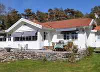 Beautiful villa near Gothenburg in Sweden. Minutes to walk to the ocean and the beach. Enjoy the outside jacuzzi in the garden.