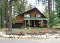 Cabin in the woods, porch swing, a short walk to lake and drive toski!