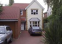 4 Bedded detached property just 8min walk to London train (50min)