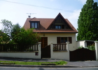 Family house with garden close to Paris - OPEN for 2015