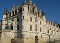 Loire valley (castles with great gastronomy) is looking for summer 16
