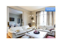 Spacious luxury apartment Paris 17th France