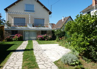 Enjoy a calm 5 Bedrooms House at the west side of Paris with a Garden