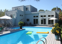 4 Bedroom 3 Bath Contempoary Home, heated Pool in the Hamptons!