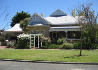 Beautifully renovated home minutes from beach and Perth city.