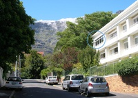 Well-positioned, bright & spacious Flat beneath Table Mountain.