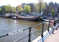 Our spacious houseboat in the heart of Amsterdam