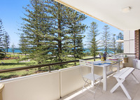 Spacious sunny apartment on Town Beach in Port Macquarie