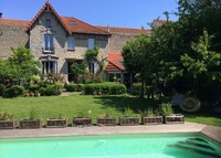 PARIS! Beautiful house with pool and big garden. summer 2015 booked.