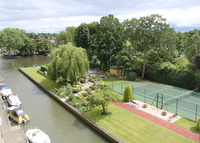 2 Bedroomed Apartment overlooking the River Thames in Teddington
