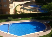 Large flat in Valencia with pool, short walk to metro