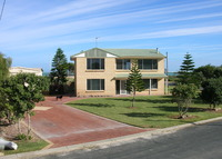 Holiday House on the Beach  PLUS  Luxury Apartment in Perth