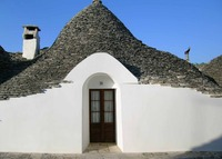 Superb trullo in the heart of historic center with courtyard + garden