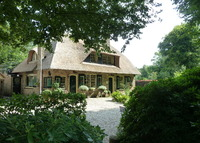 Detached, thatched countryhouse in rural setting, Amsterdam one hour