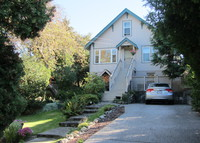 Cozy and quiet, private 1913 home, close to Victoria's attractions