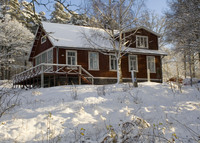 Unik country home with hot tub and sauna 30 minutes from Stockholm.