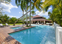 Beautiful 4 Bedroom Villa with Big Pool and Jacuzzi