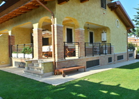 Lovely bright three-storey house with garden next to Rome city center
