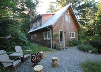 Charming Cottage on Quadra Island - lush forests and west coast vibe