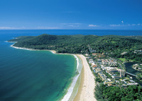 Near Noosa/Brisbane.  Waterfront, pool, views.  Available Christmas/NY