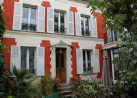 A 3 story house in PARIS with romantic sunroom and garden !