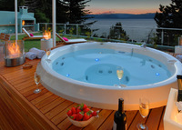 3 Bedroom Duplex in Bariloche with Private Jacuzzi and Lake Views!