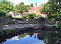 Fine 16th Cent home 7 beds 5 acres history privacy beauty London 1hour
