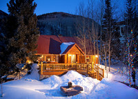 Charming 4 Bedroom Luxury Ski Chalet Steps from the Ski Lifts