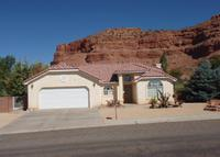 Nice home, surrounded by spectacular red cliff views,on golf course.