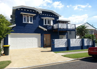 5 Bedroom home with pool in beautiful Brisbane, 150m to waterfront!