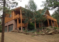 Beautiful cabin in Rocky Mountains, near lakes, river, golf, skiing